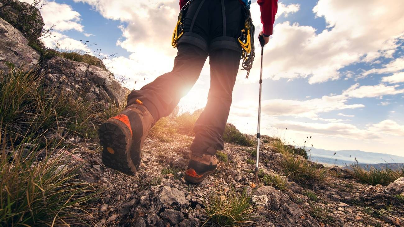 How to choose the best ankle sleeves & braces for hiking, walking, rock climbing and mountain sports?