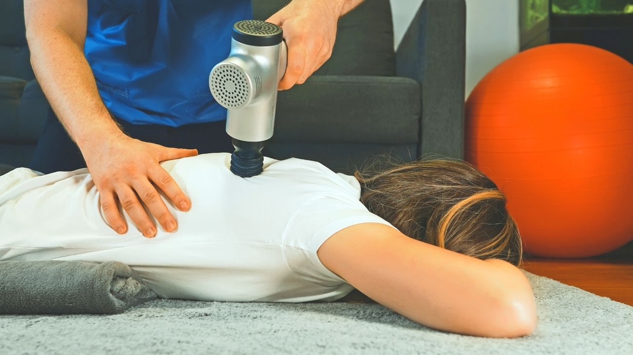 How do electric massagers work and what are their advantages and disadvantages?