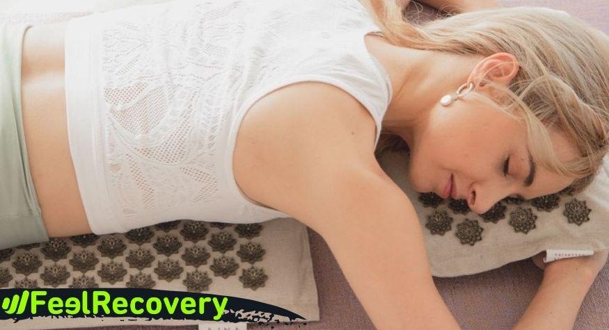 ¿Cómo usar el tapete de acupresión para aliviar los dolores de cabeza?