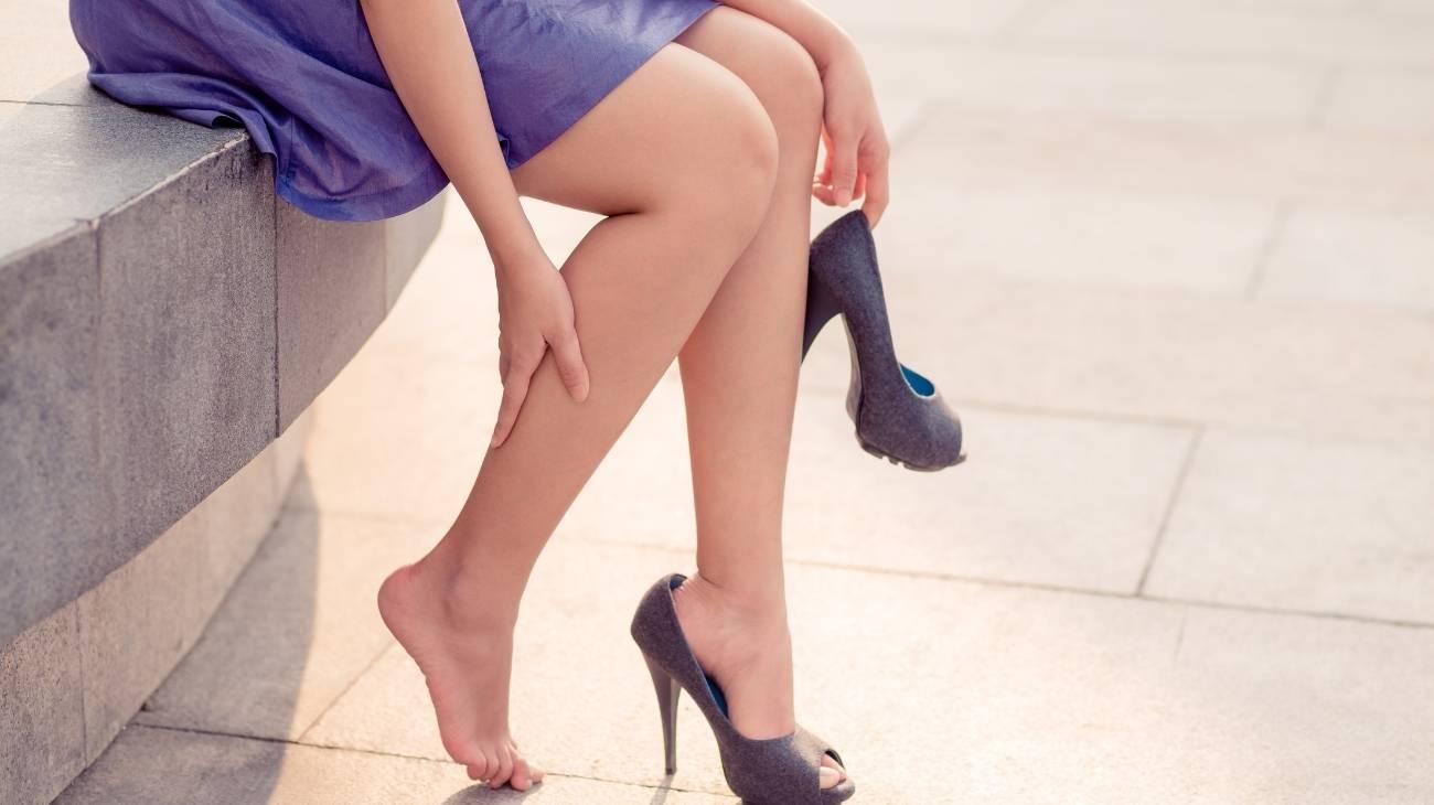 ¿Cómo usar las bolsas de gel para frío y calor para aliviar el dolor de piernas cansadas?