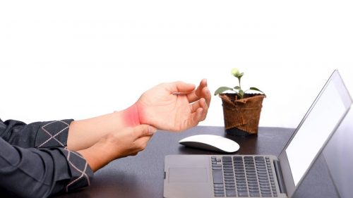 How do you use ice gel packs to help relieve carpal tunnel pain?
