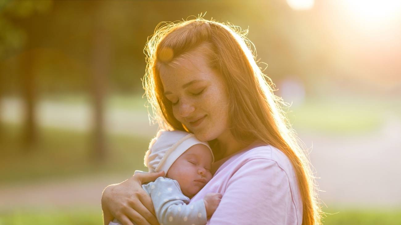 How do you use ice gel packs for childbirth, postpartum and breastfeeding?