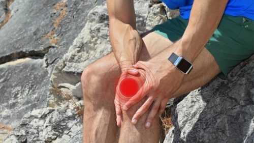 How do you use ice gel packs to reduce the pain of sports injuries in runners and athletes?