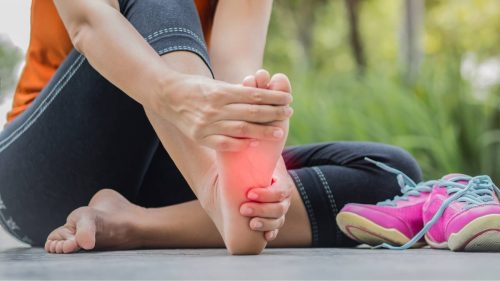 How do you use ice gel packs to help relieve plantar fasciitis pain?