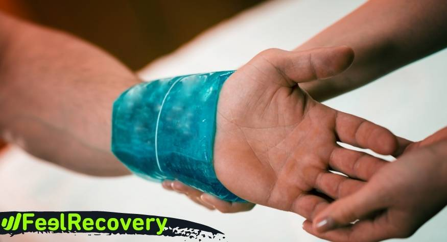 What are the advantages of applying cold to reduce pain from carpal tunnel syndrome?
