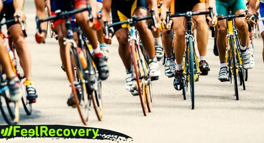 What are the benefits of compression stockings and calf sleeves for cyclists?