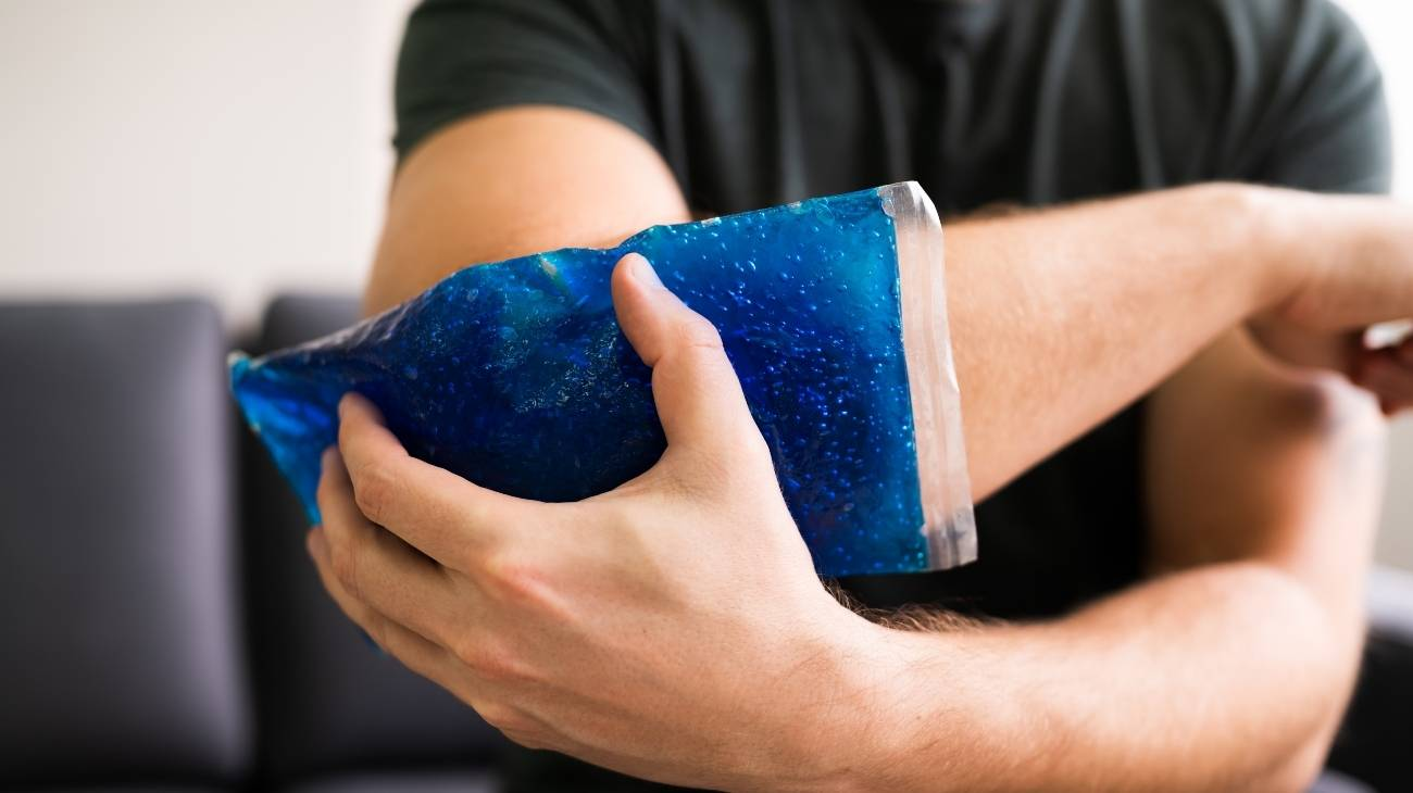 How do ice gel packs work and what are the health benefits?