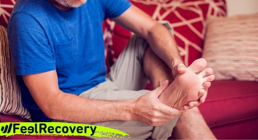 What is plantar fasciitis and what are its symptoms?