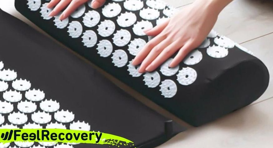 What is an acupressure mat and what are the health benefits of using it?