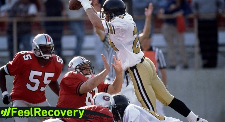 What features should you consider before choosing the best sports knee brace for football players?